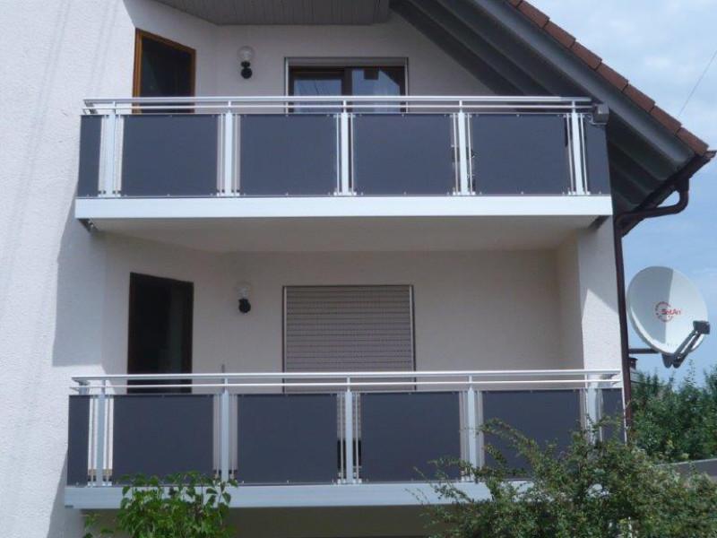 balkon_geissler_nacolanplatten_anthrazit_zwischen_pfosten_beispiel_09