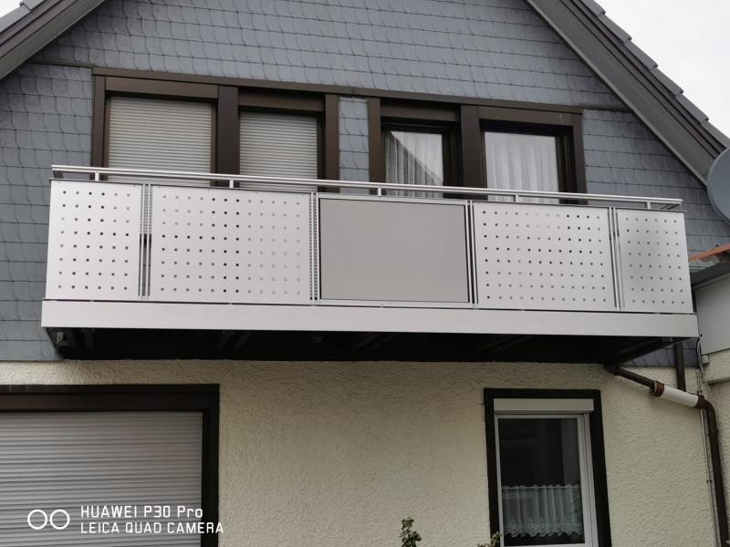 balkon_geissler_aluminium_blech_vorne_durchlaufend_beispiel_13AB