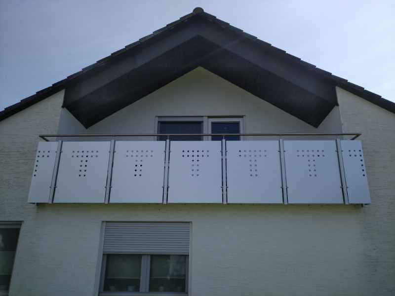balkon_geissler_aluminium_blech_zwischen_den_pfosten_beispiel_04ABP