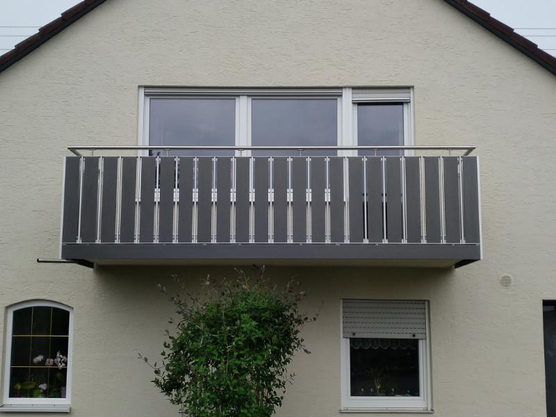 balkon_geissler_aluminium_pulverbeschichtet_senkrecht_beispiel_12APs