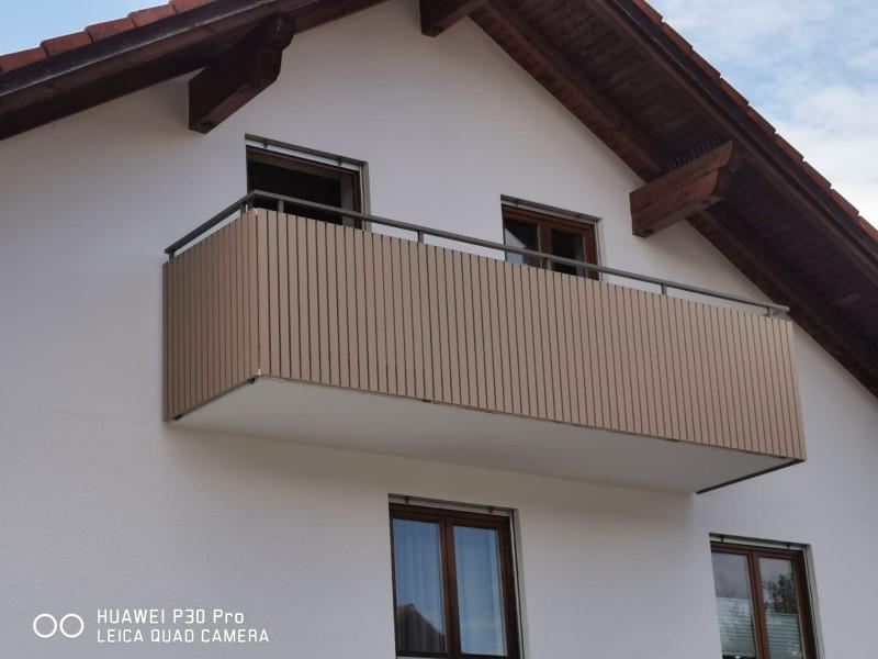 balkon_geissler_aluminium_pulverbeschichtet_senkrecht_beispiel_16APs