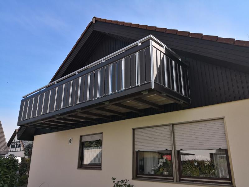 balkon_geissler_aluminium_pulverbeschichtet_senkrecht_beispiel_18APs