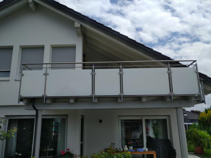balkon_geissler_edelstahl_mit_glas_mit_sicherungsplatte_beispiel_11EGHS