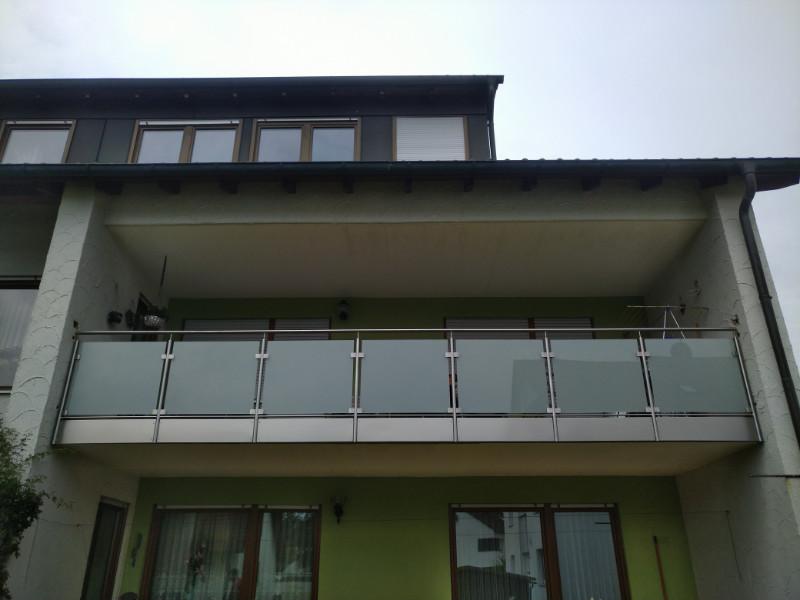 balkon_geissler_edelstahl_mit_glas_mit_sicherungsplatte_beispiel_12EGHS