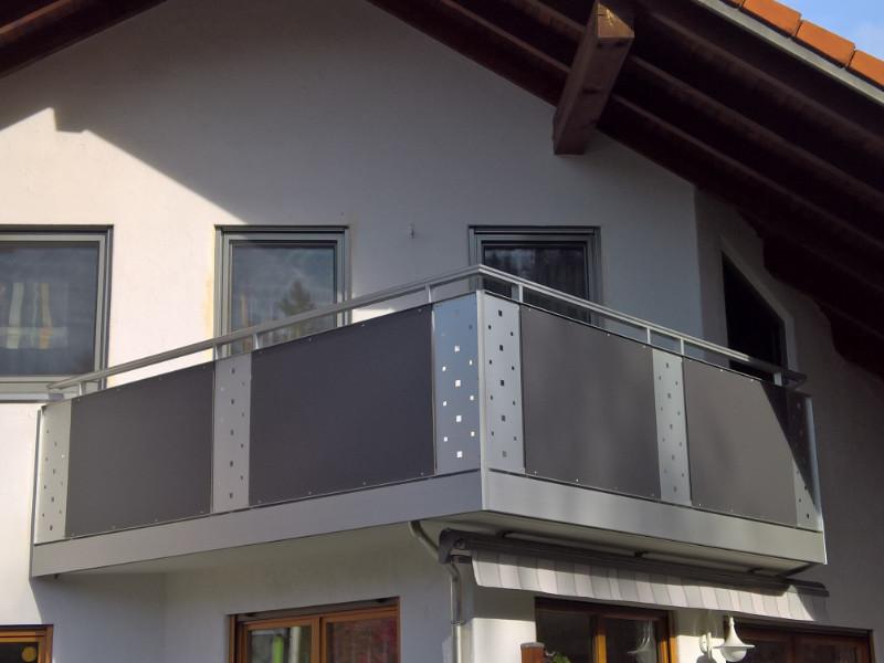 balkon_geissler_nacolanplatten_anthrazit_bestehendes_geländer_beispiel_07