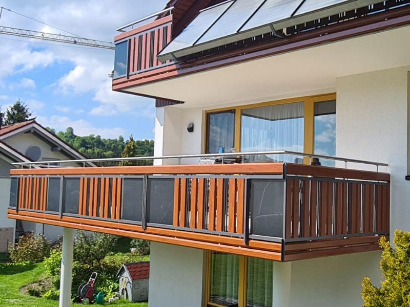 balkon_geissler_aluminium_holzdekor_dekor_beispiel_19AHde