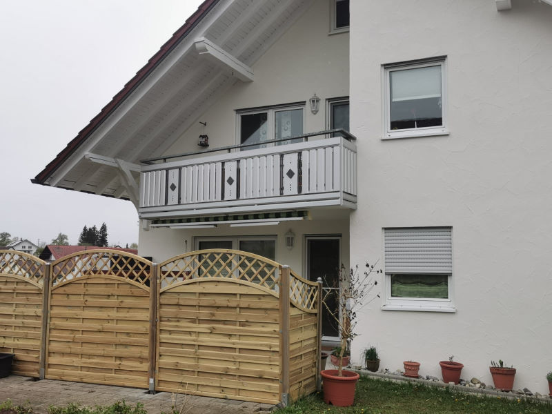 balkon_geissler_aluminium_pulverbeschichtet_senkrecht_beispiel_19APs