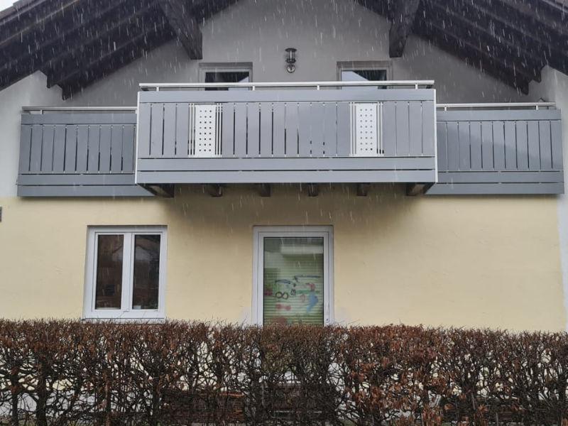 balkon_geissler_kunststoff_weiß_neuem_geländer_03KwnG